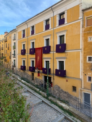 La Junta de Cofradías anima a los nazarenos de Cuenca a engalanar sus balcones esta Semana Santa