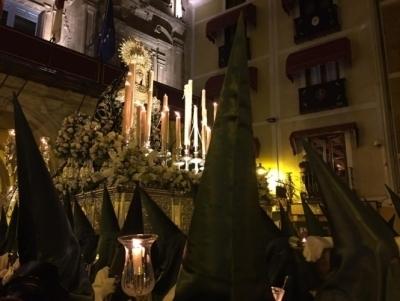 Este sábado, 1 de abril, se celebra el besamanos a María Santísima de la Esperanza