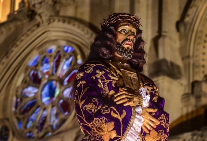 La R.I.E. del Medinaceli sustituye el gesto del besapié a su Titular por una inclinación de cabeza