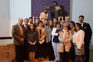 Miembros de la nueva Junta de Diputación del Bautismo juran sus cargos sobre los estatutos de la Hermandad