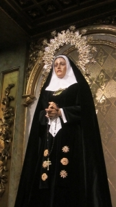 La Soledad de San Agustín recupera la tradición de vestir a su Titular de luto al modo de la corte de Felipe II